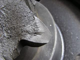 Дефект закалки – неравномерная по зернистости поверхность излома свидетельствует о нагреве до более высокой температуры, чем требовалось