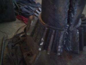 Разрушение элементов механизма поворота башни крана (излом зубьев шестерни открытой конической передачи)