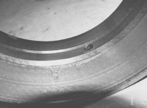 Абразивный износ рабочей поверхности кольца подшипника