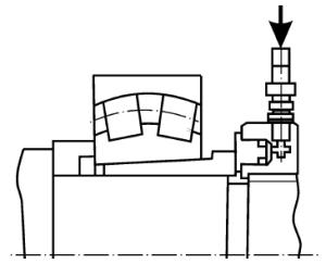 Запрессовка стяжной втулки поршнем гидравлической гайки, навинченной на вал