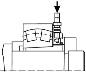 Запрессовка на стяжную втулку с упором в разъёмное монтажное кольцо