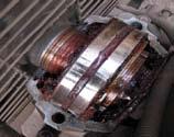 Различная структура смазочного материала приводной и холостой стороны корпуса подшипника 3