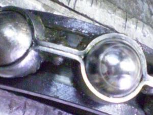 Ограничение подвижности шариков при накоплении продуктов износа в окнах сепаратора 2