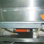 Установка мерного клина для измерения амплитуды колебания вибрационного дозатора 2