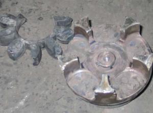 Разрушение упругой вставки муфты, износ полумуфты из-за нарушения соосности валов двигателя и насоса